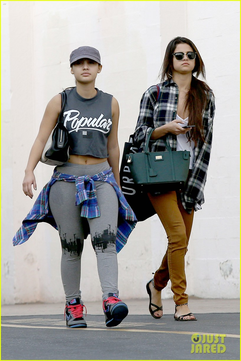 selena gomez shops before hanging out with justin bieber 11