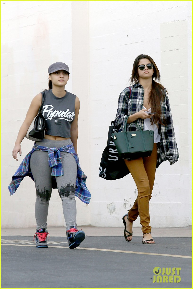 selena gomez shops before hanging out with justin bieber 133022441