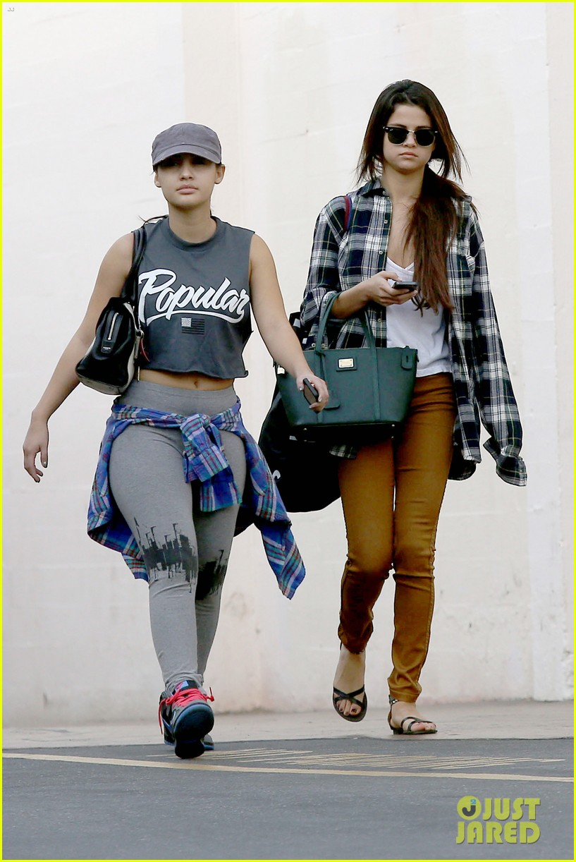 selena gomez shops before hanging out with justin bieber 19