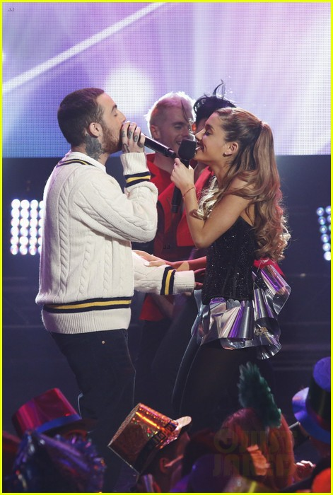 ariana grande dick clarks new years rockin eve performance video 03