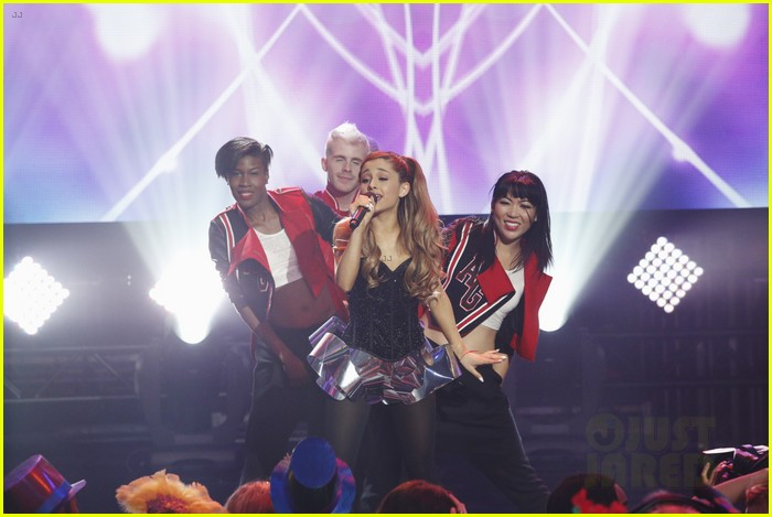 ariana grande dick clarks new years rockin eve performance video 083020832