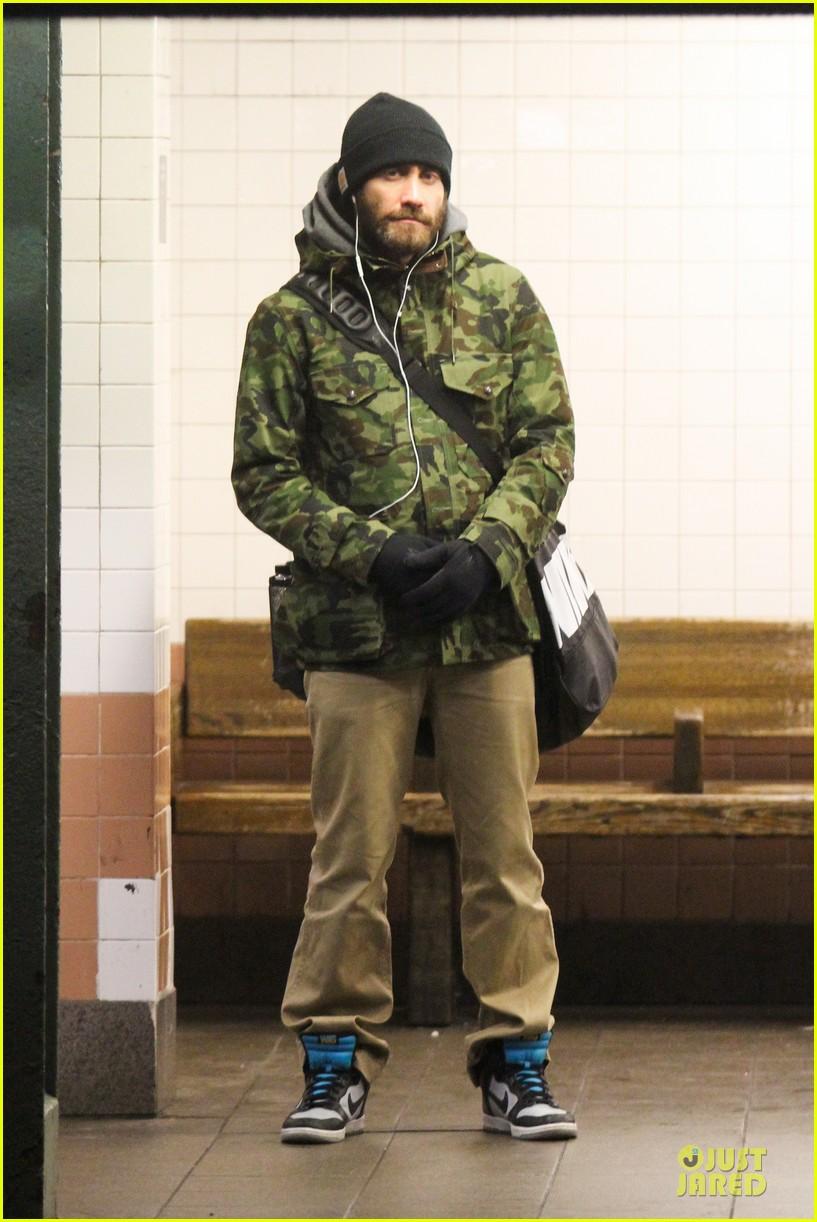 jake gyllenhaal steps out after rumored split with alyssa miller 01