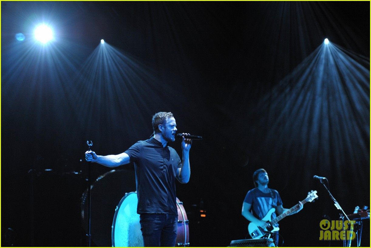 neil patrick harris alexander ludwig imagine dragons concert 07