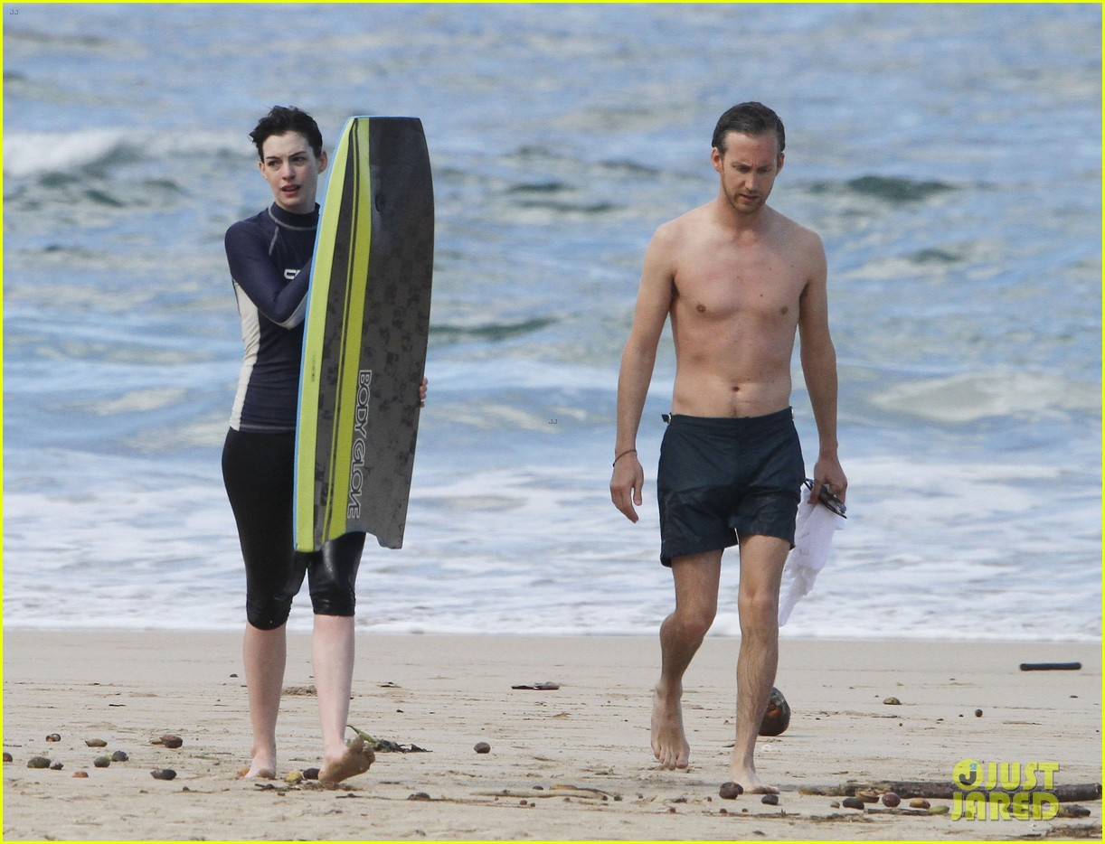 anne hathaway dons bikini top for hawaii beach stroll 02
