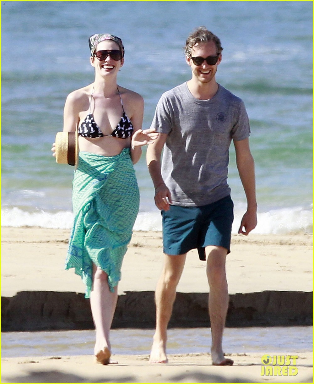 anne hathaway dons bikini top for hawaii beach stroll 233025994