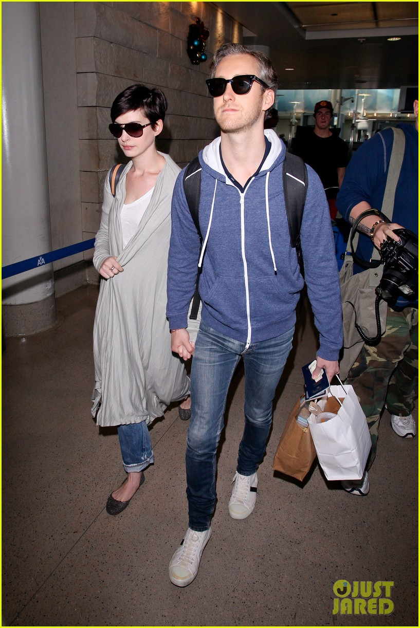 anne hathaway adam shulman escape to hawaii for romantic getaway 083023431