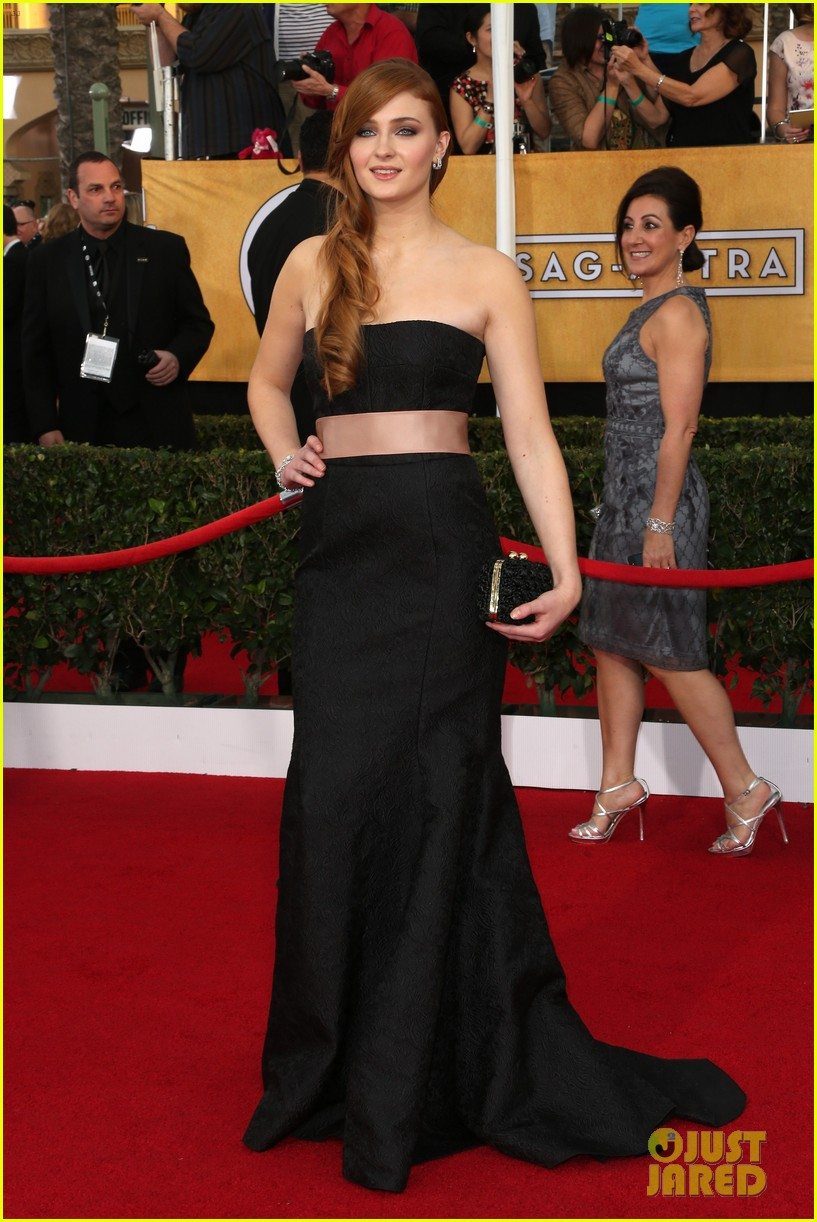 lena headey sophie turner sag awards 2014 red carpet 02