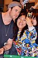 chris hemsworth carries thor hammer at narita airport 02