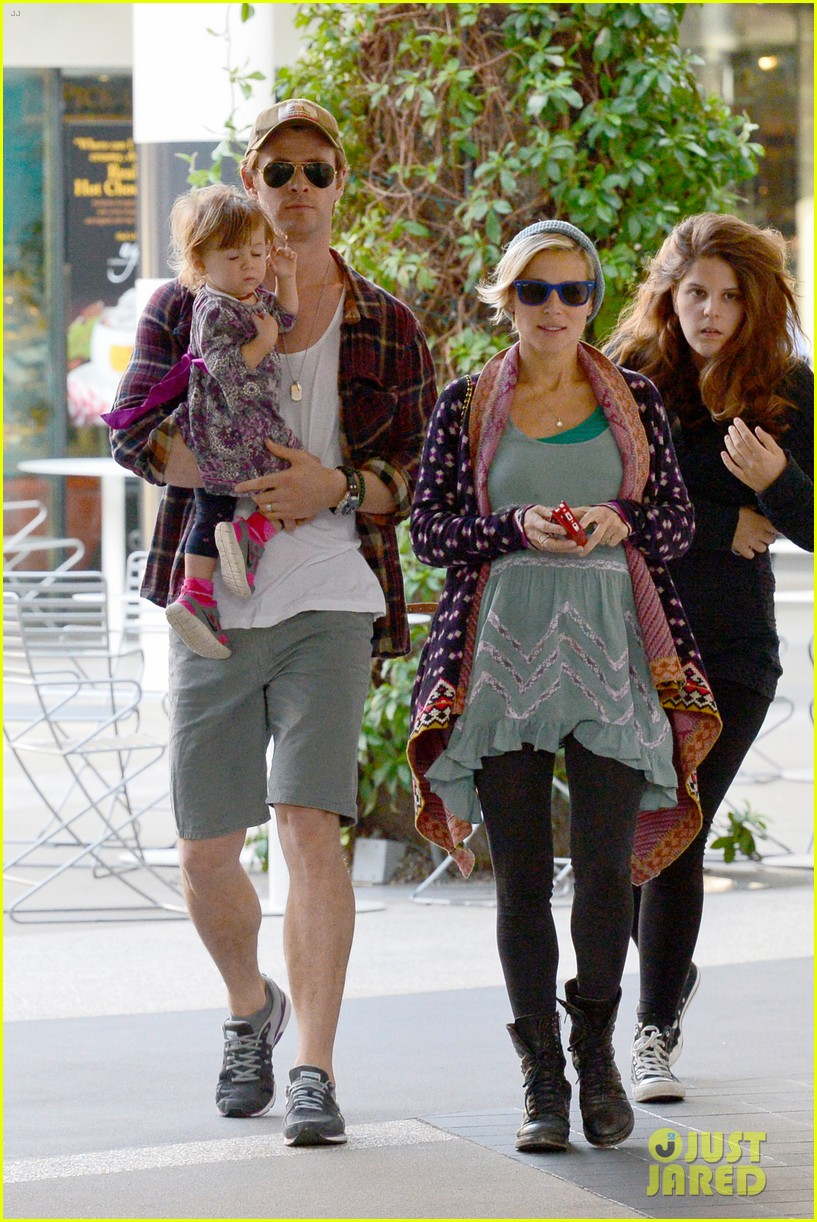 chris hemsworth true food lunch with elsa pataky india 263025929