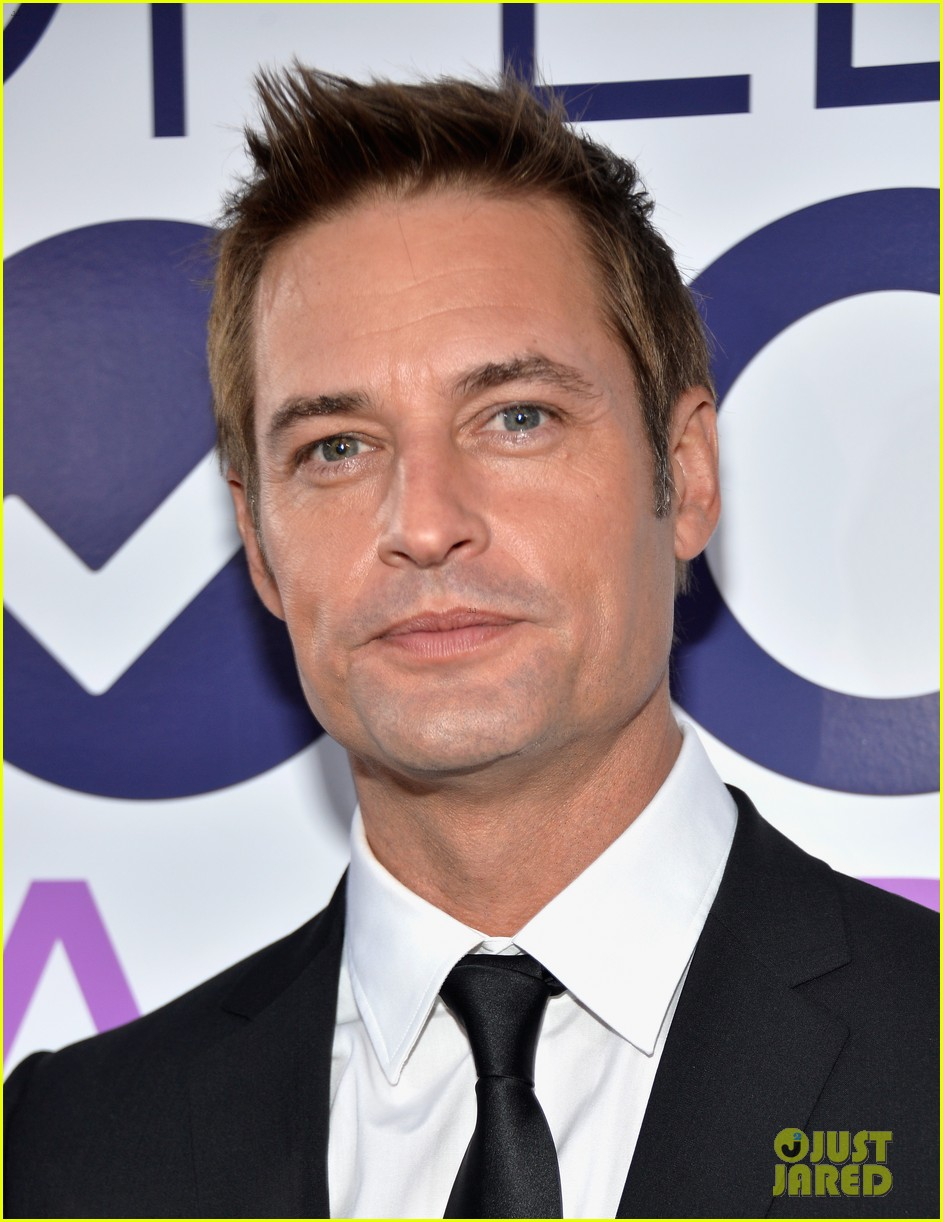 josh holloway peoples choice awards 2014 presenter 02