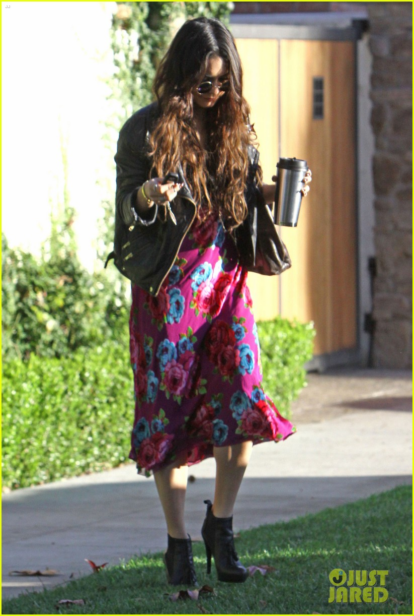 vanessa hudgens hangs out at ashley tisdales home 09
