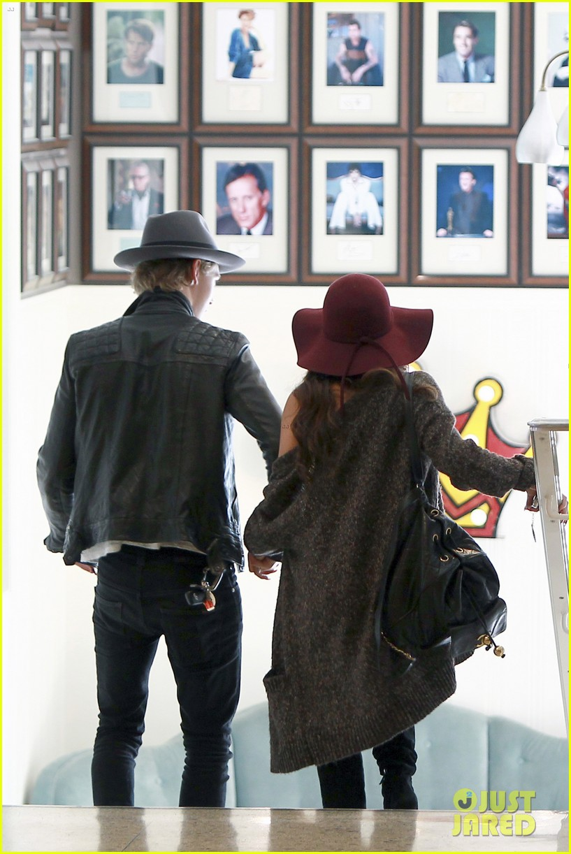 vanessa hudgens hangs with austin butler before leno taping 12