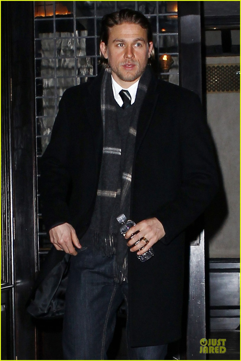 charlie hunnam braves the cold in new york city 023043115