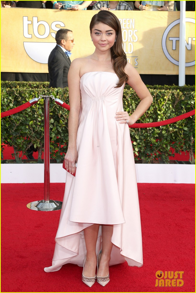 sarah hyland ariel winter sag awards 2014 red carpet 02