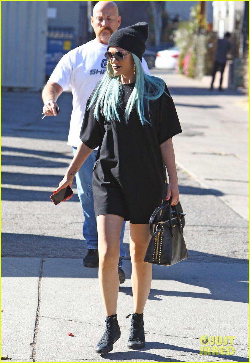 jessie j rocks blue hair while spending time in la 153032527