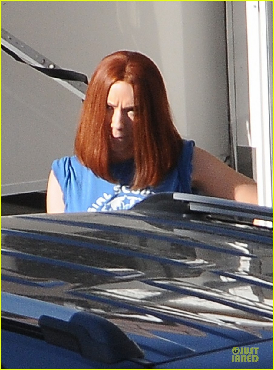 scarlett johansson captain america 2 set with scarred chris martin 043030812