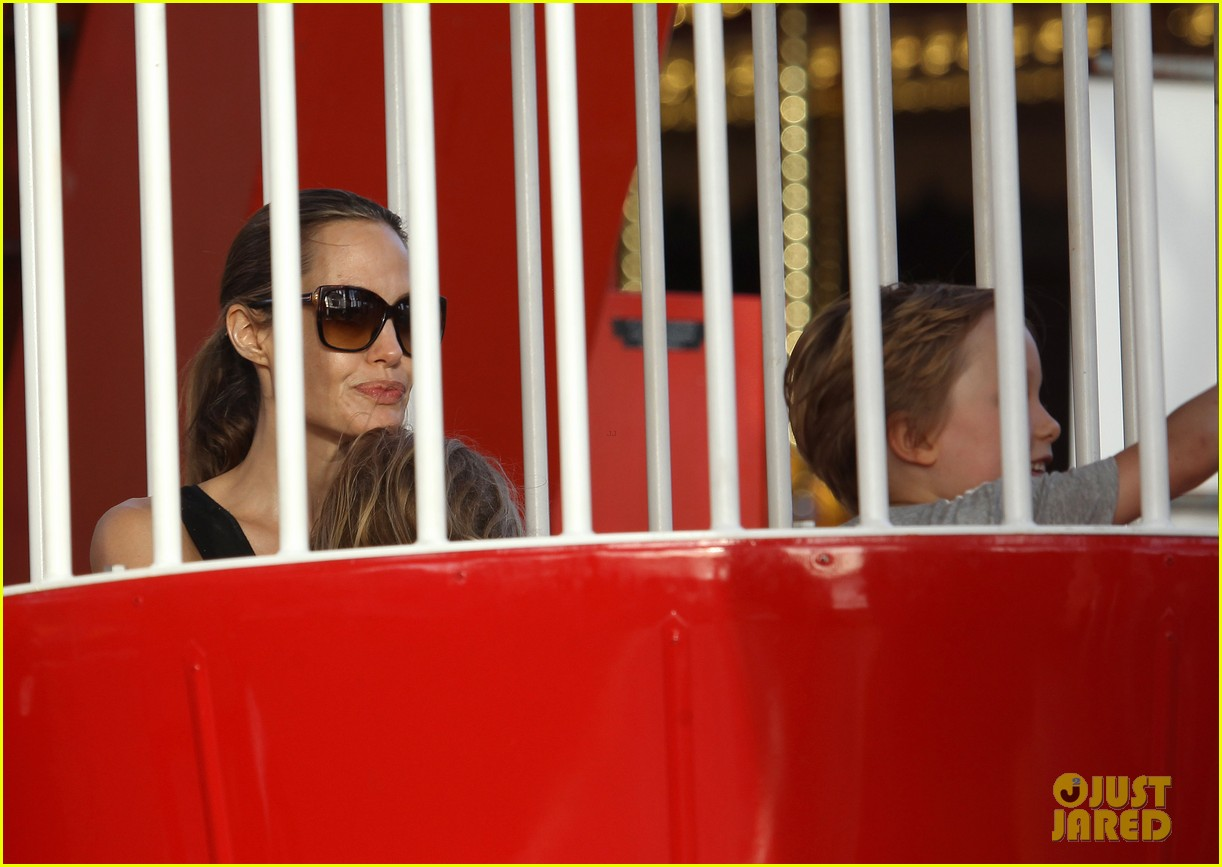 angelina jolie luna park fun with the kids 32