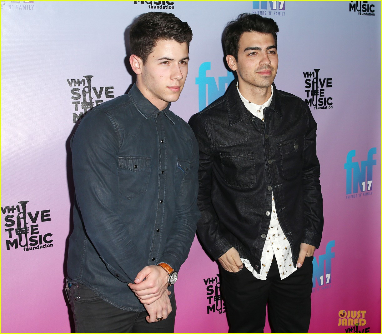 nick joe jonas friends n family pre grammy party 04