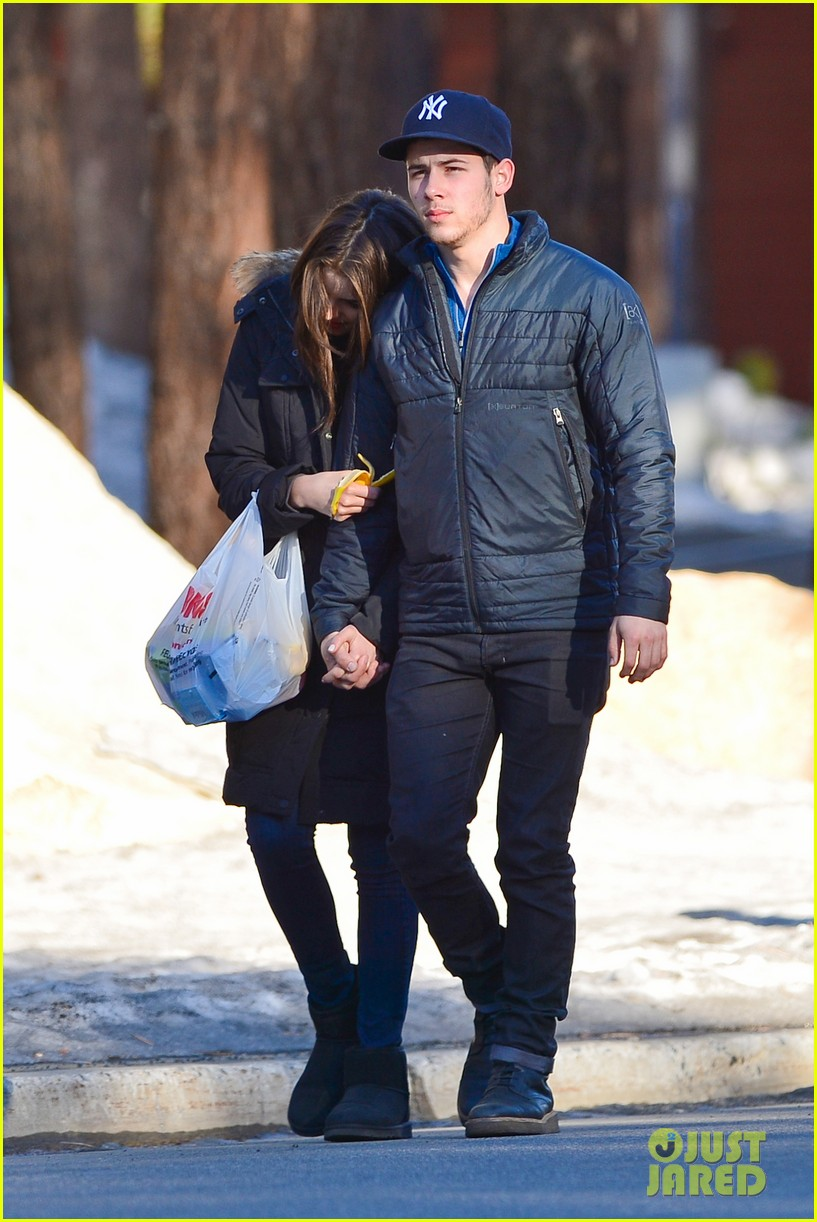 nick jonas olivia culpo hold hands in chilly mammoth 073021533