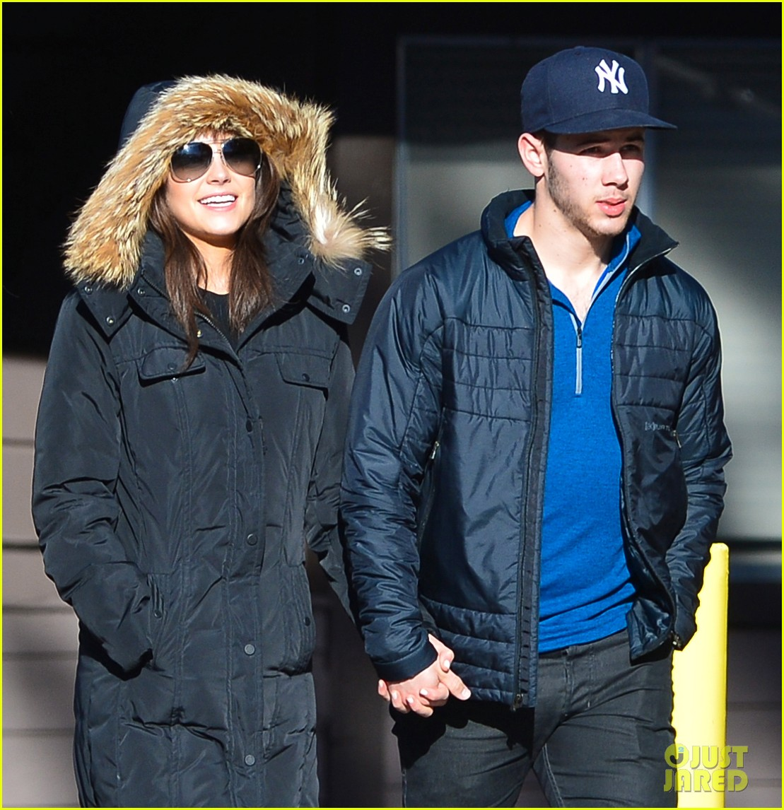 nick jonas olivia culpo hold hands in chilly mammoth 08