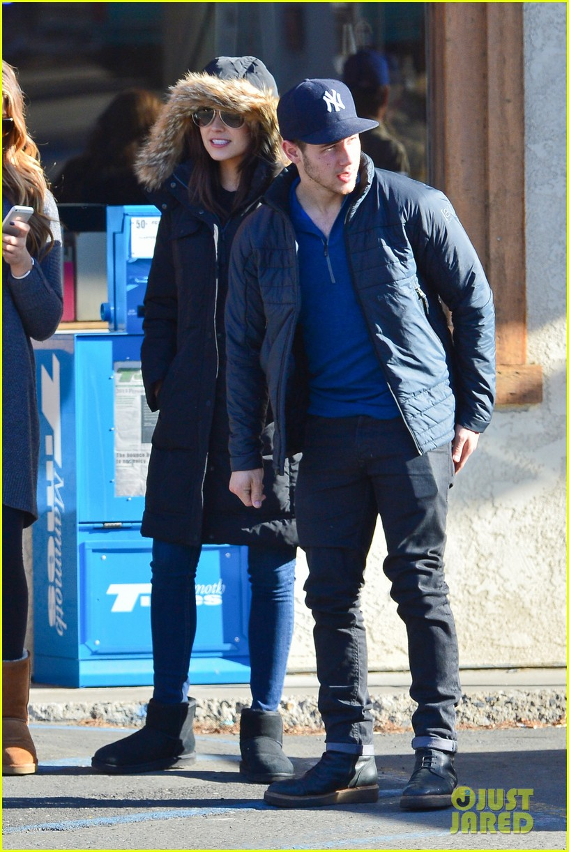 nick jonas olivia culpo hold hands in chilly mammoth 18
