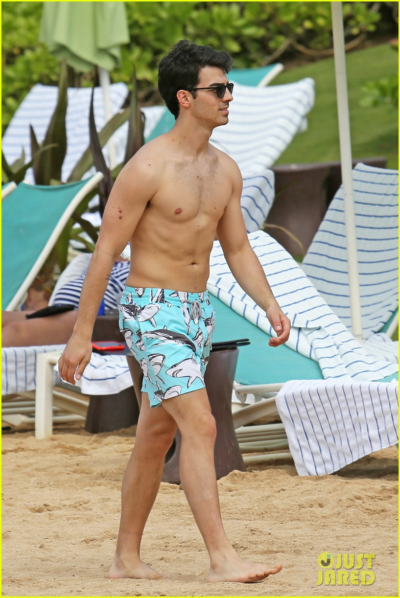 joe jonas shirtless beach frisbee player in hawaii 05