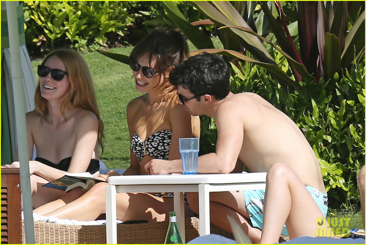 joe jonas shirtless beach frisbee player in hawaii 11
