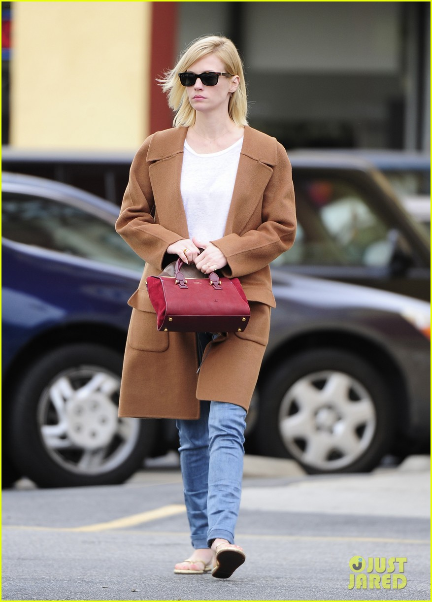 january jones nail to toe rescue stop 05