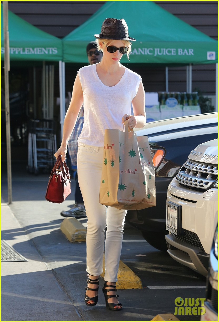 january jones vision in white for shopping trip 16
