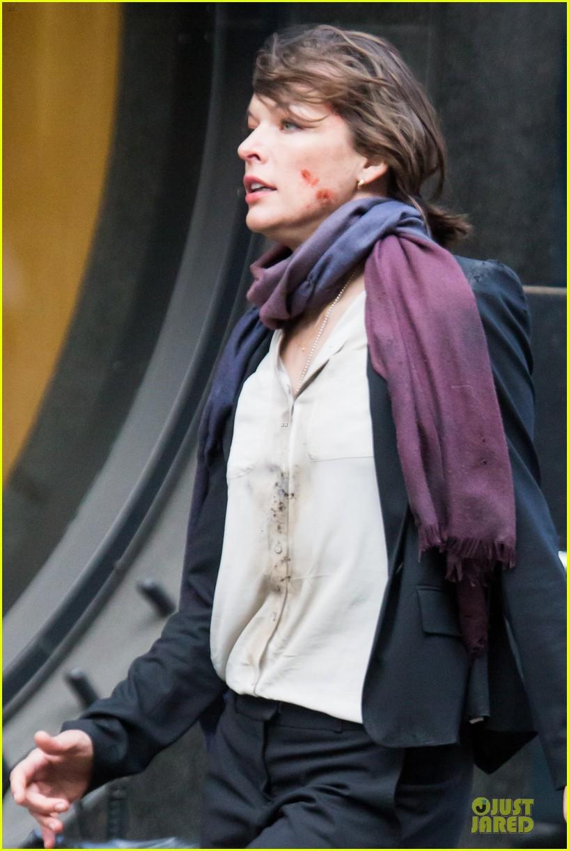 milla jovovich bloody running scenes for survivor 16
