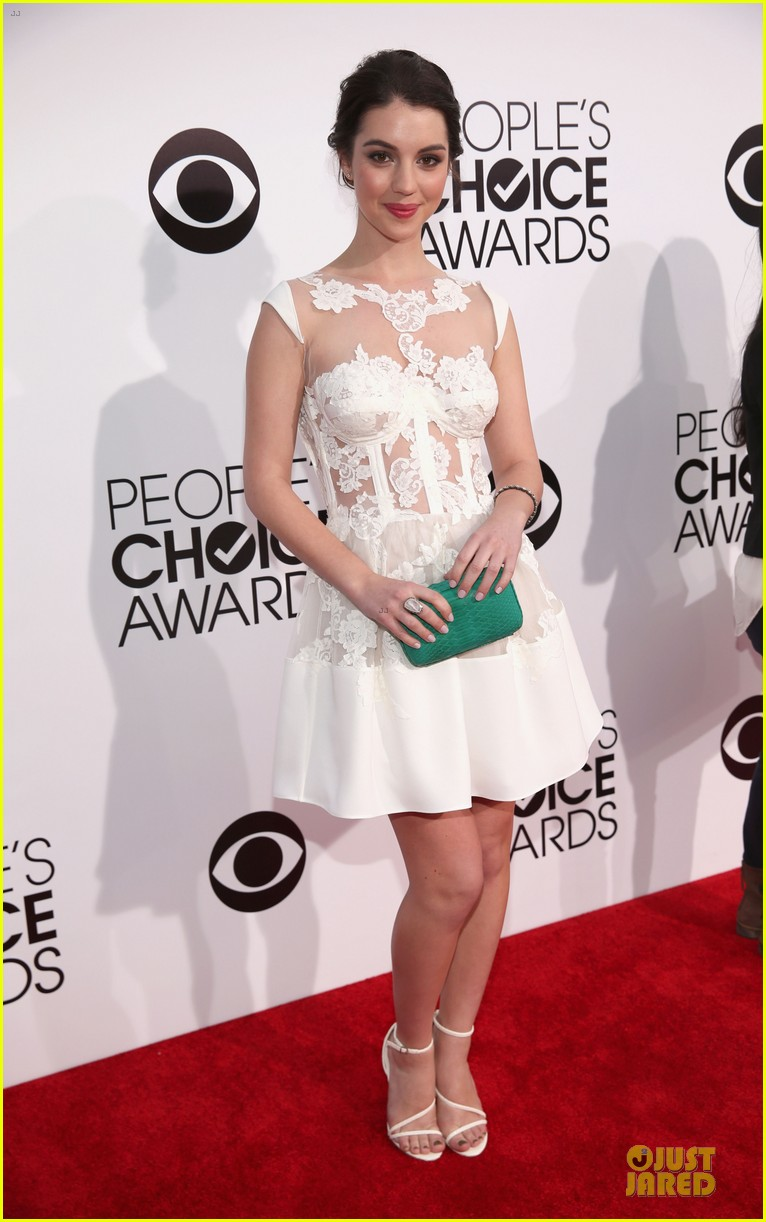 adelaide kane people choice awards 2014 red carpet 05