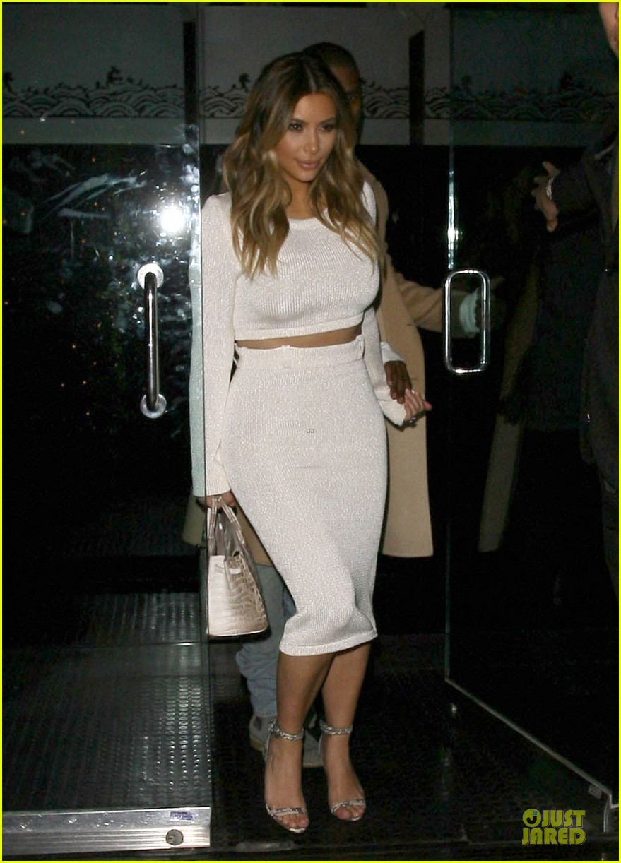 kim kardashian bares midriff for dinner with kanye west 03