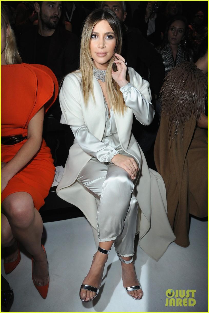 kim kardashian stephane roland fashion show 01
