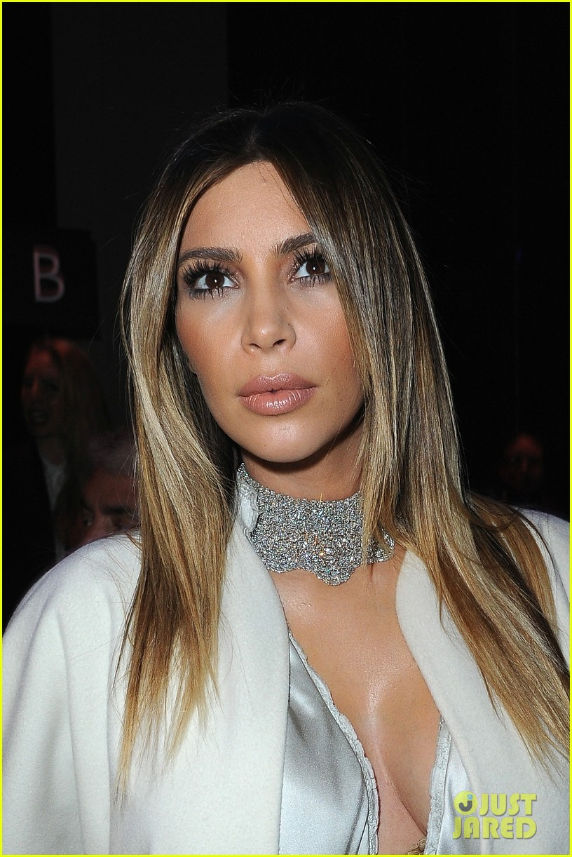 kim kardashian stephane roland fashion show 023037086