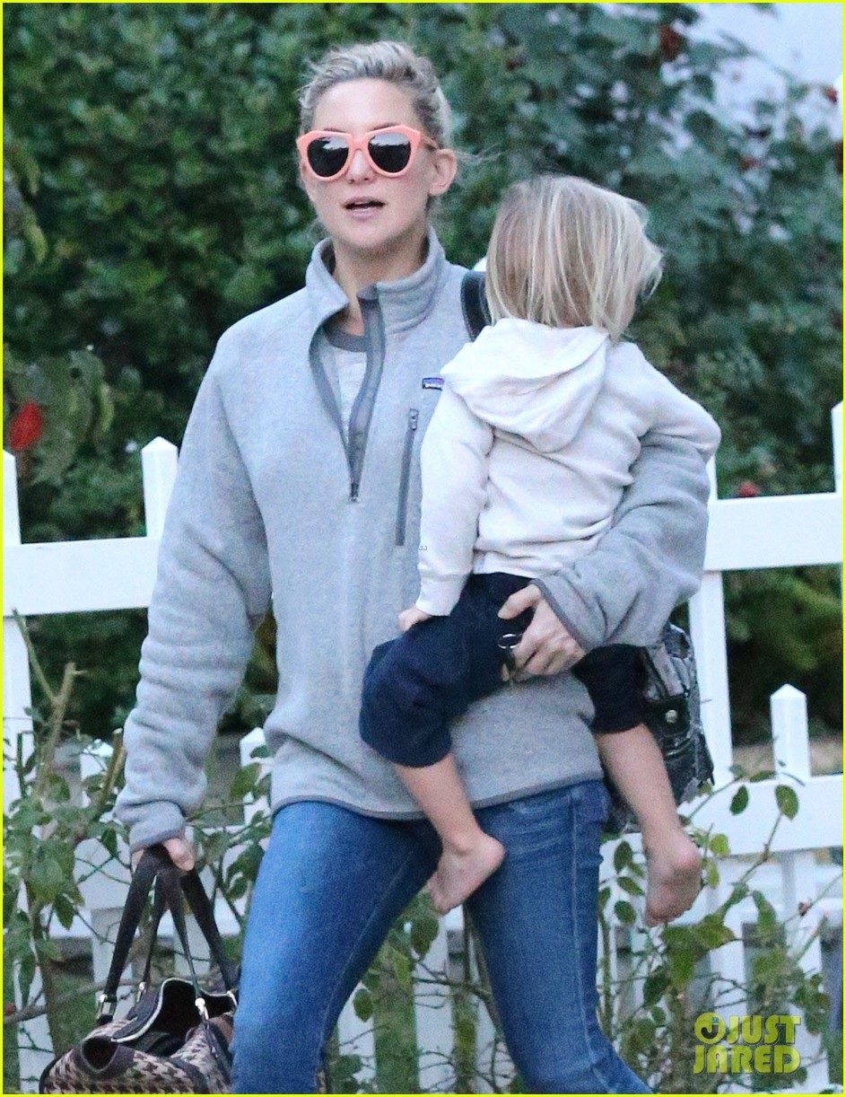 kate hudson family day brother oliver house 103022967