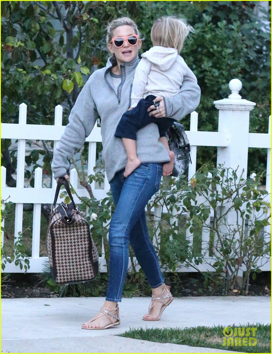 kate hudson family day brother oliver house 153022972