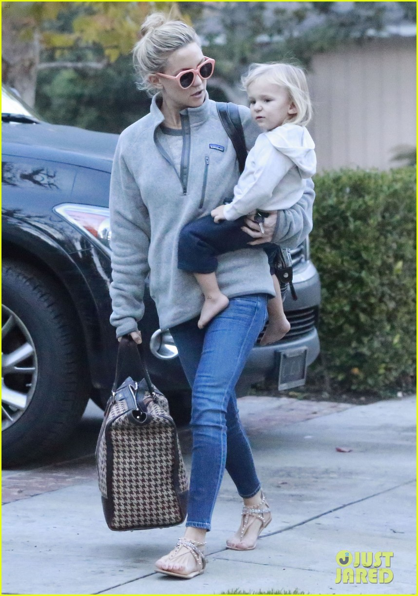 kate hudson family day brother oliver house 253022982