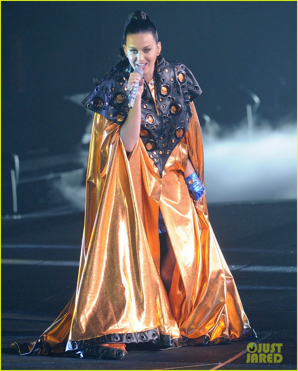 katy perry performs infiniti brand festival 2014 china 01