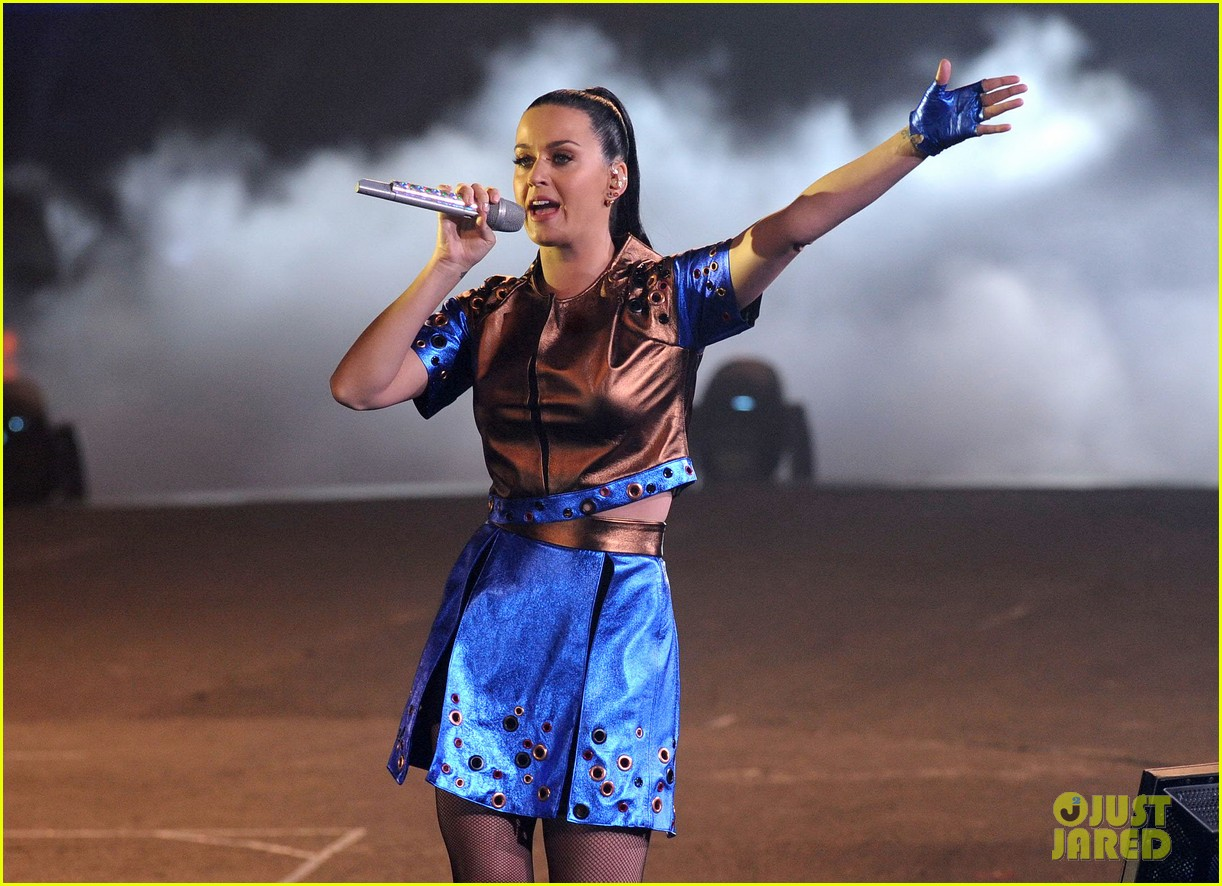 katy perry performs infiniti brand festival 2014 china 02