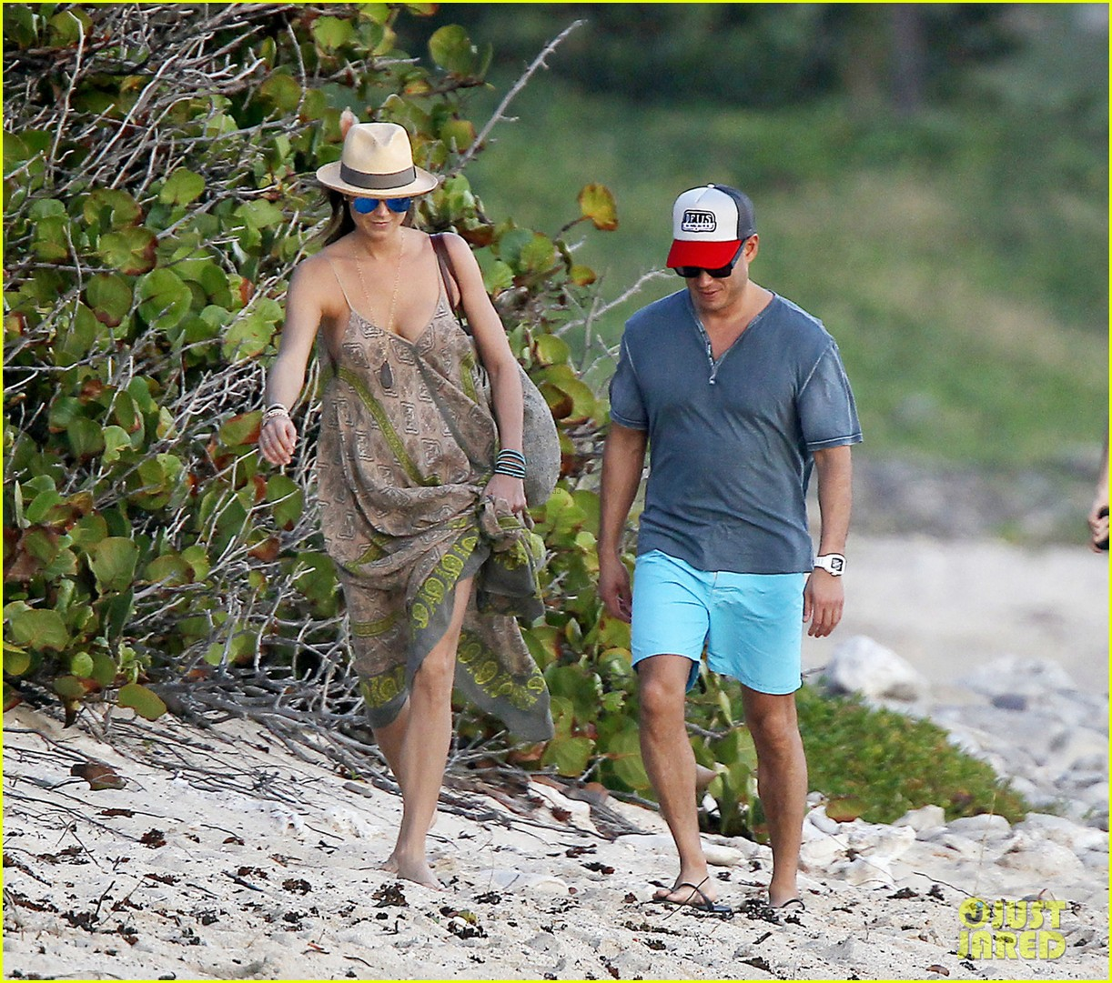 stacy keibler st barts stroll with boyfriend jared pobre 03