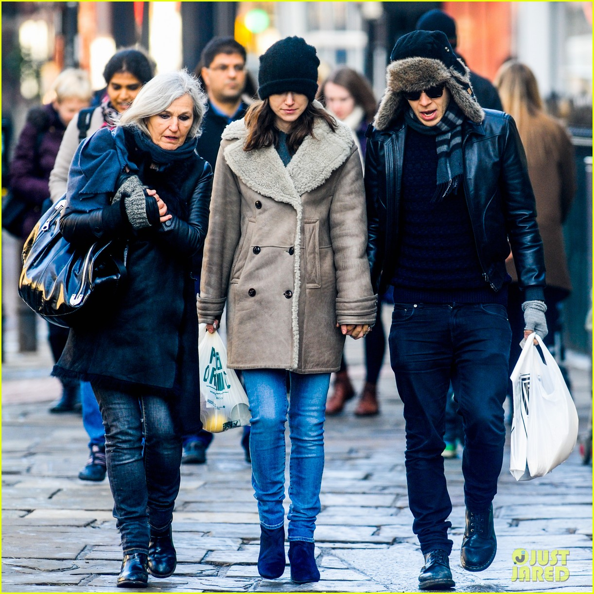 keira knightley james righton walk hand in hand for shopping trip 05