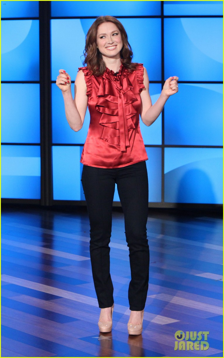 ellie kemper fills in for ellen degeneres as talk show host 02