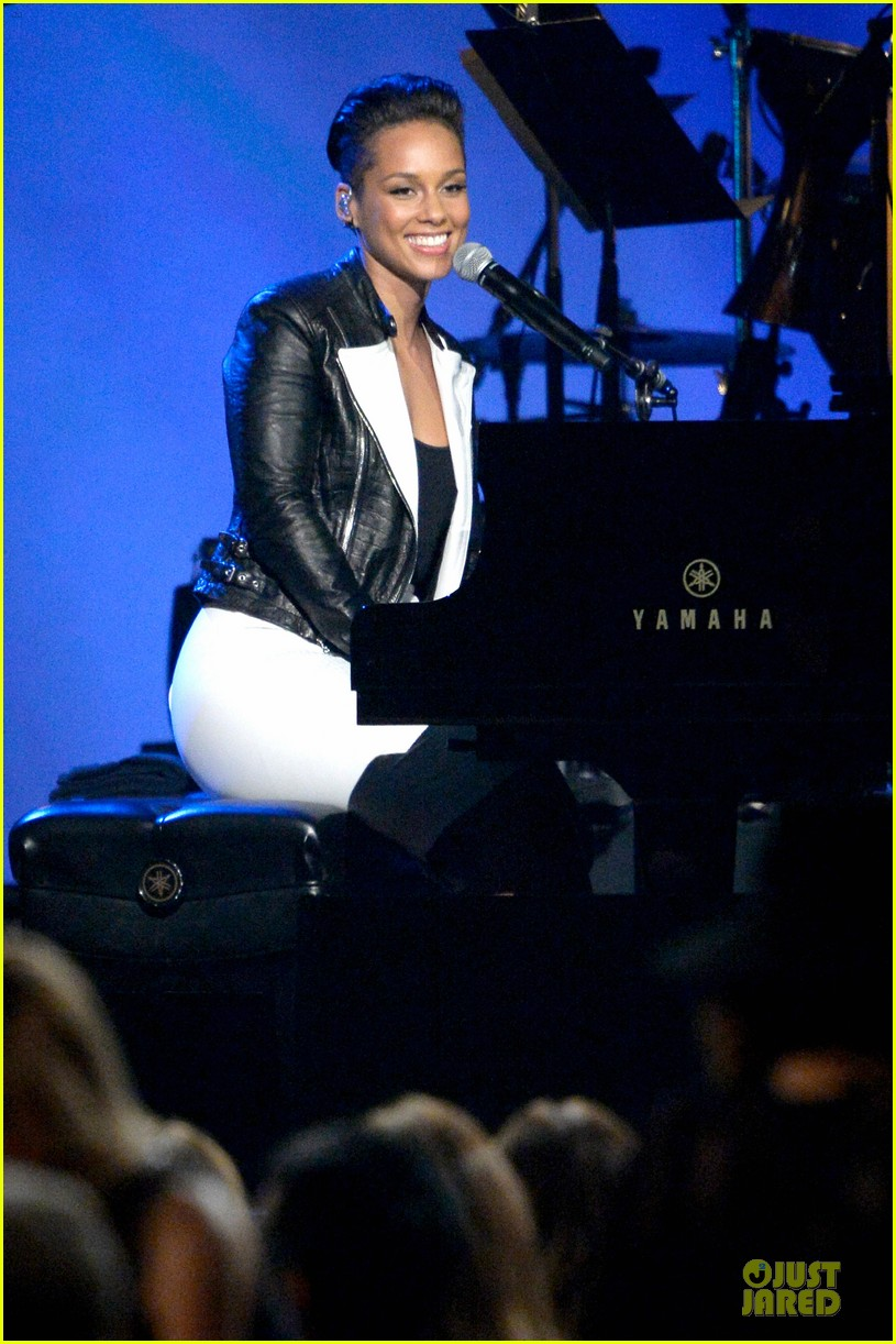 alicia keys honors carole king at musicares gala 14