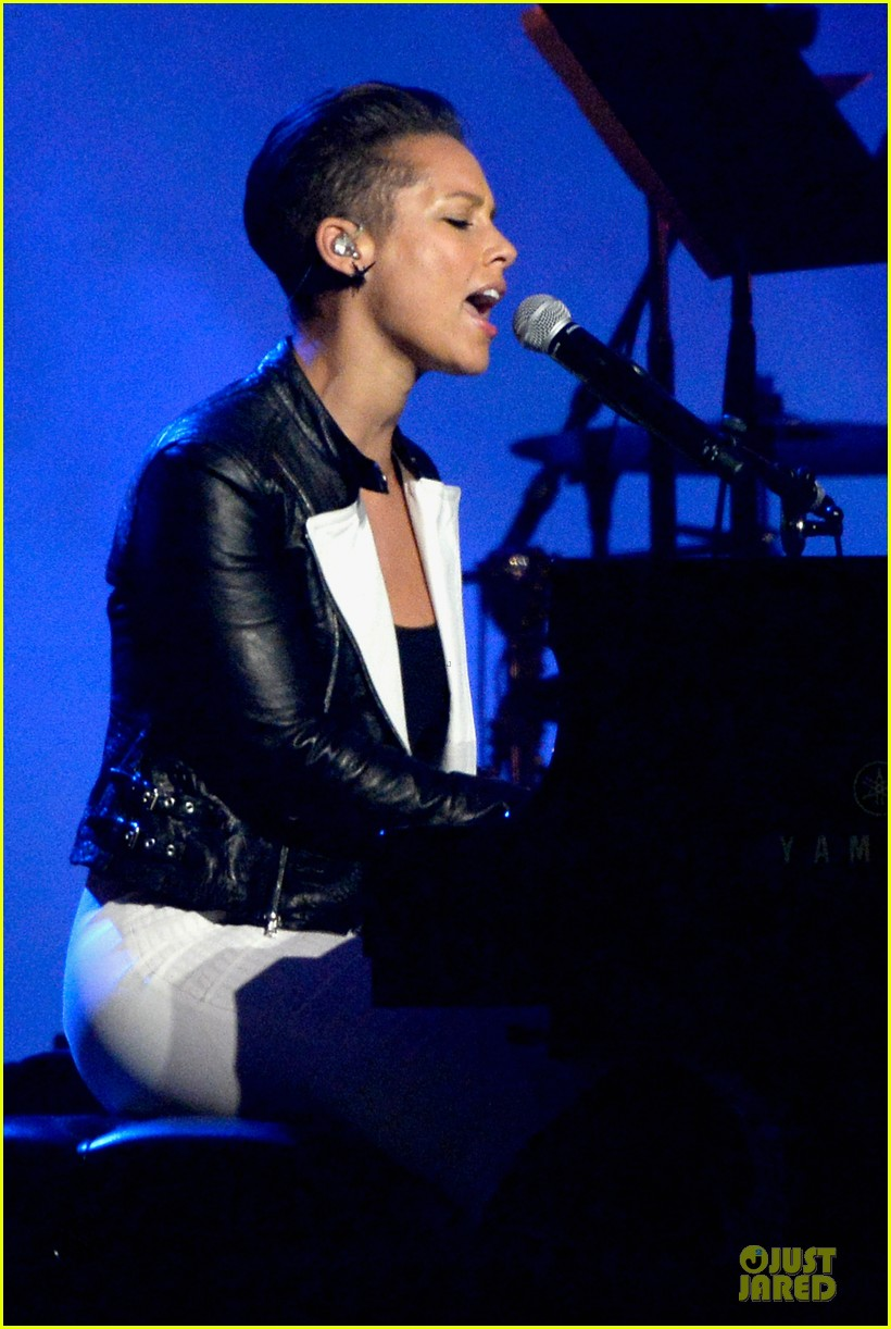 alicia keys honors carole king at musicares gala 17