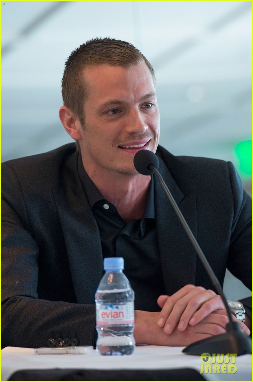 joel kinnaman abbie cornish robocop la photo call 15