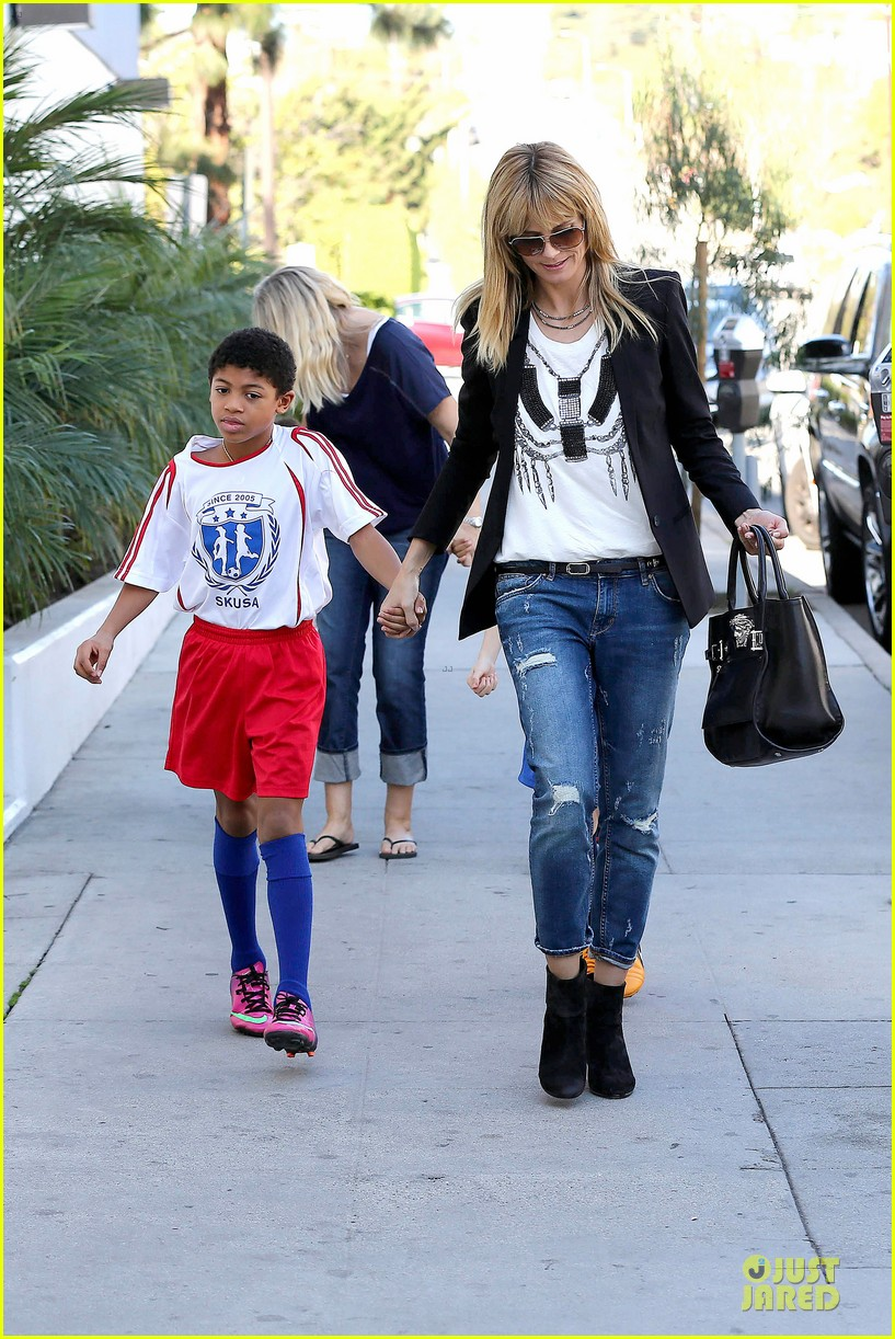 heidi klum grabs coffee before jag gym stop with the kids 053036042