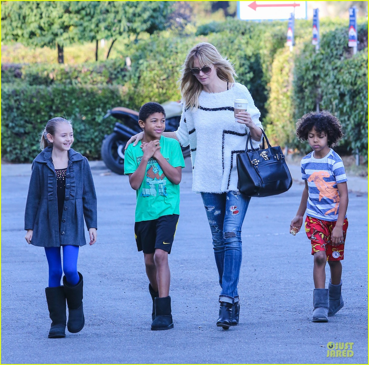 heidi klum grabs coffee before jag gym stop with the kids 21