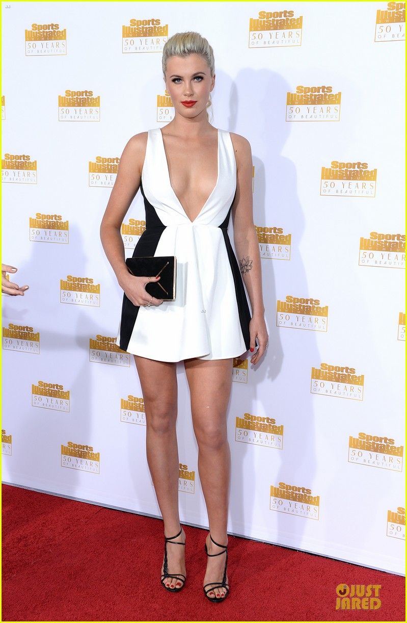 heidi klum kate upton si 50th anniversary swimsuit party 033031471