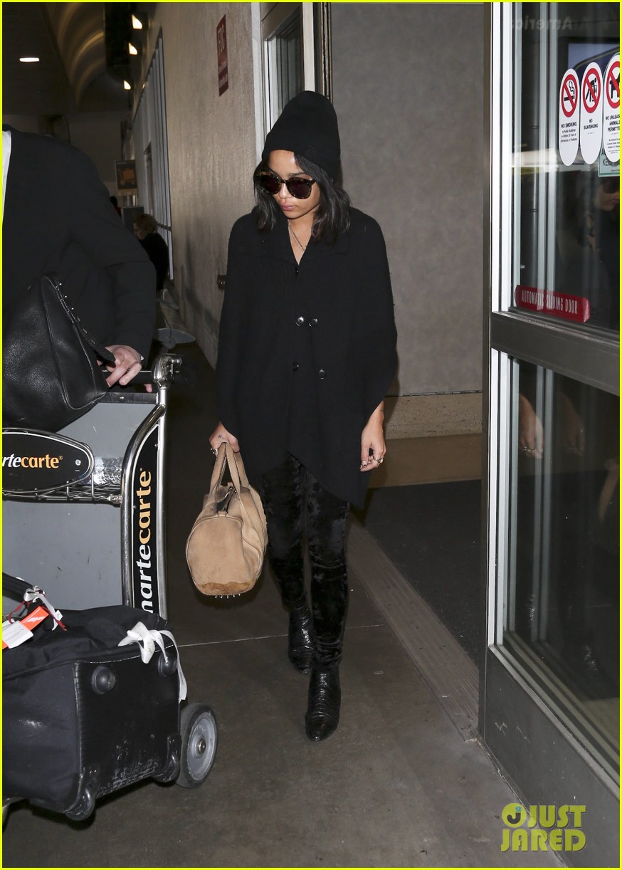 zoe kravitz heads to los angeles after supporting pals in nyc 10