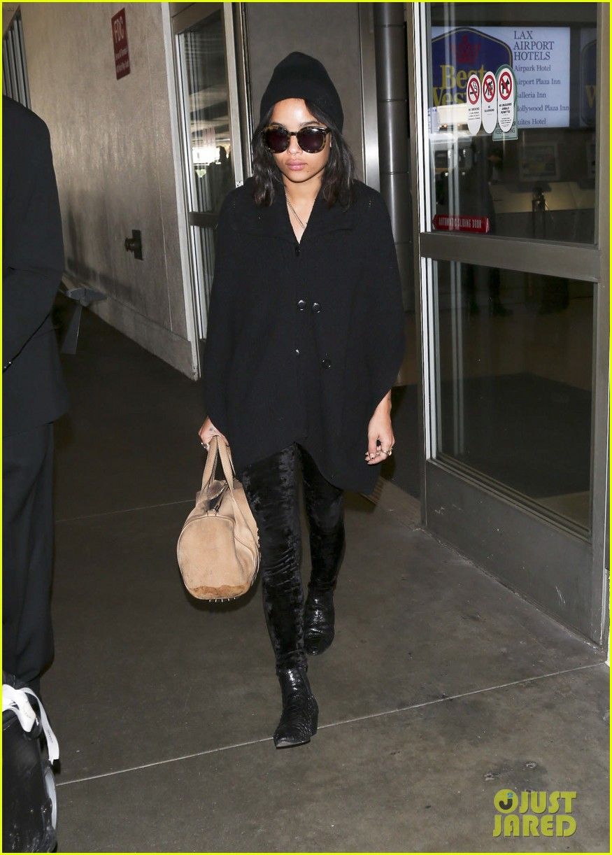zoe kravitz heads to los angeles after supporting pals in nyc 11